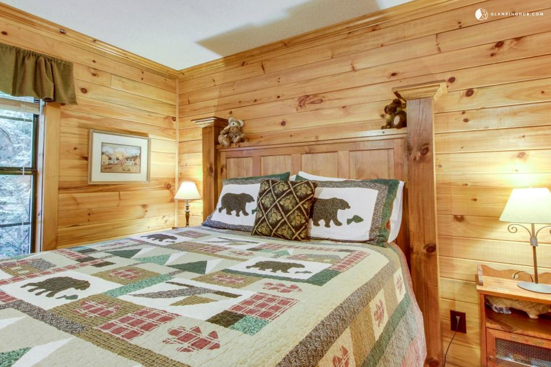 mountain cabin retreat near helen georgia. Black Bedroom Furniture Sets. Home Design Ideas