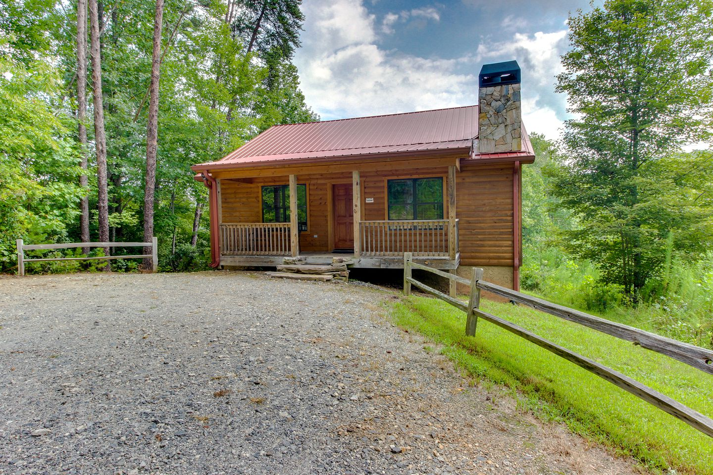 Romantic cabin rental with Spa in Helen, GA