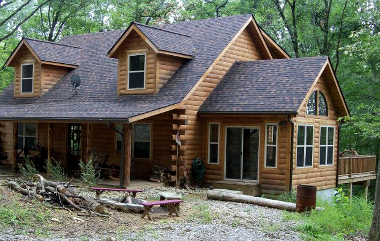 Luxury Cabin Rental with Hot Tub near Lake Logan State Park in Ohio