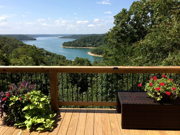Phenomenal Cozy Log Cabin Rental With A Hot Tub And Views Of Beaver Lake Arkansas Home Remodeling Inspirations Basidirectenergyitoicom