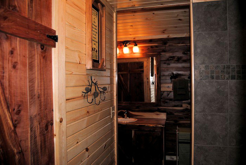 Log Cabin with Hot Tub in Eureka Springs