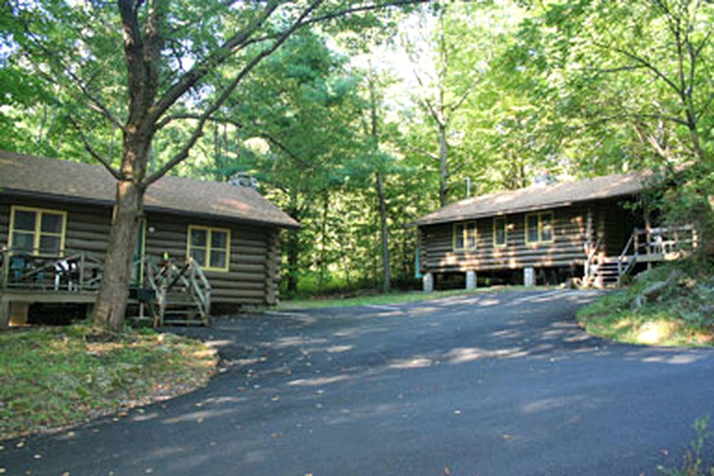 Log Cabins (Bolton Landing, New York, United States)