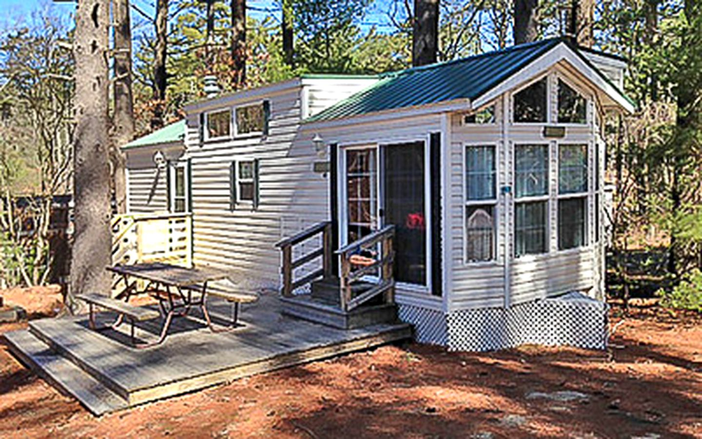 Cabins (Falmouth, Massachusetts, United States)