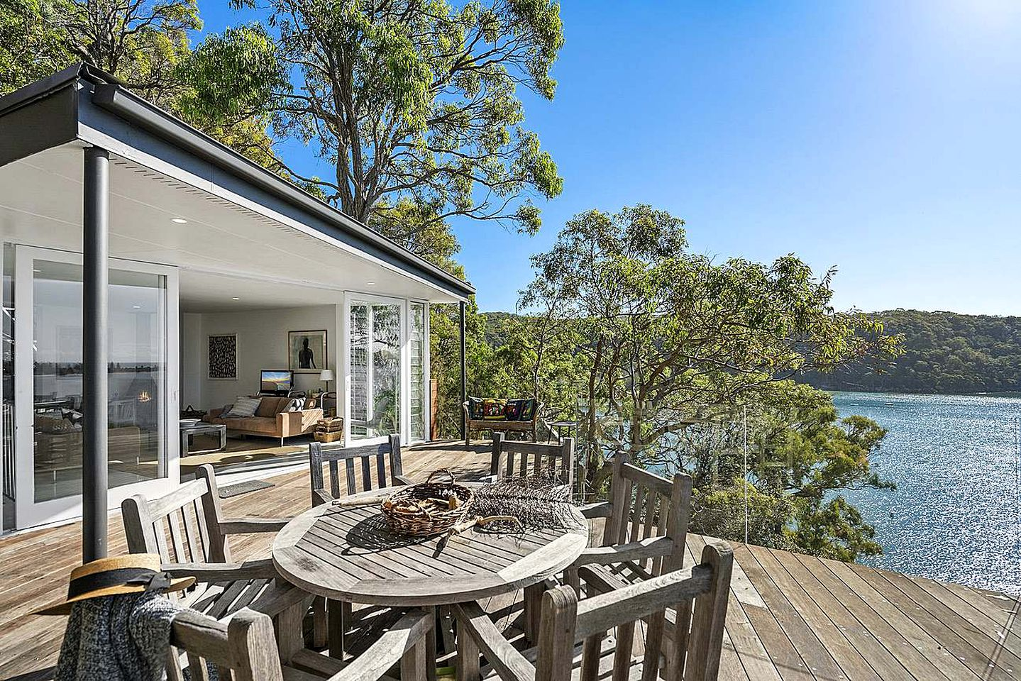 Right on the shores of Pittwater and surrounded by green trees lies this charming beachfront cabin. NSW is gorgeous!