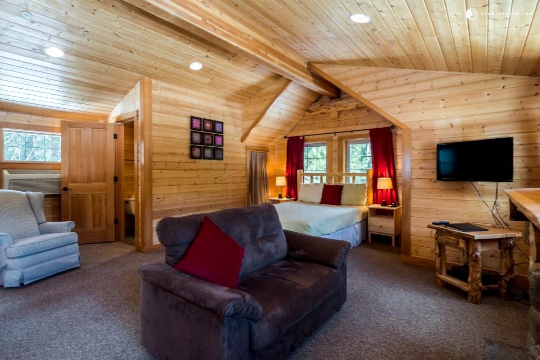 Cabin With Hot Tub In Leavenworth Washington