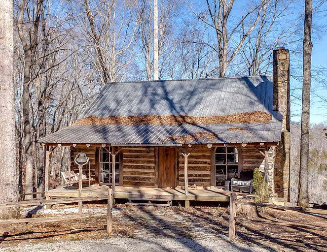 Lakefront Vacation Rental With A Private Hot Tub In Sparta Tennessee