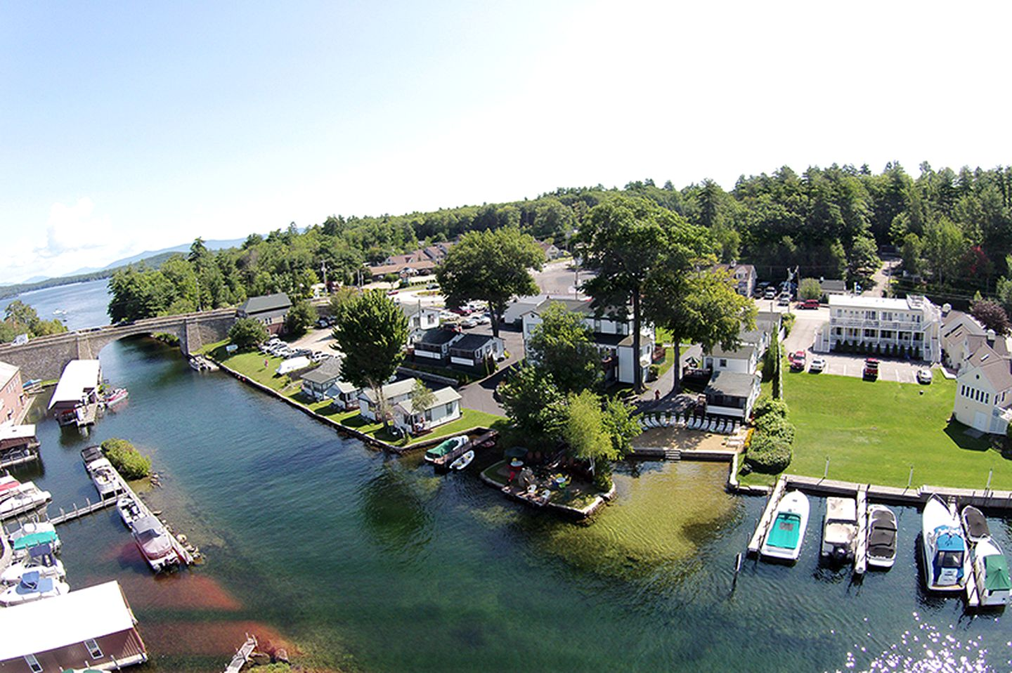 Cabins (Weirs Beach, New Hampshire, United States)