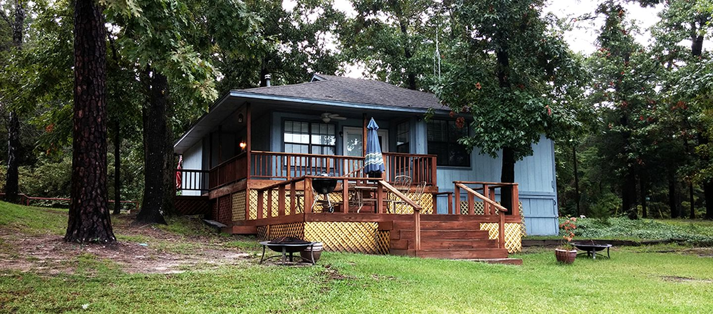 Cabins (Scroggins, Texas, United States)