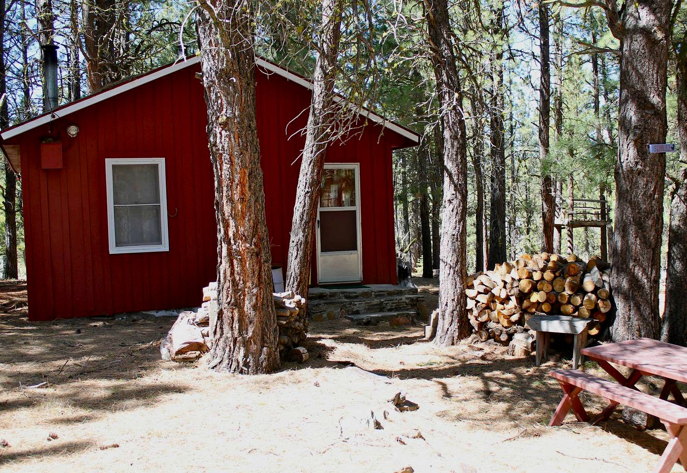 Cabins (Lakeview, Oregon, United States)