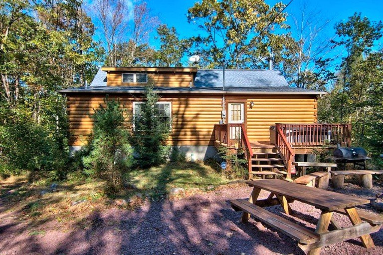 Charming Log Cabin Rental For Large Groups On Lehigh River In The Poconos Pennsylvania