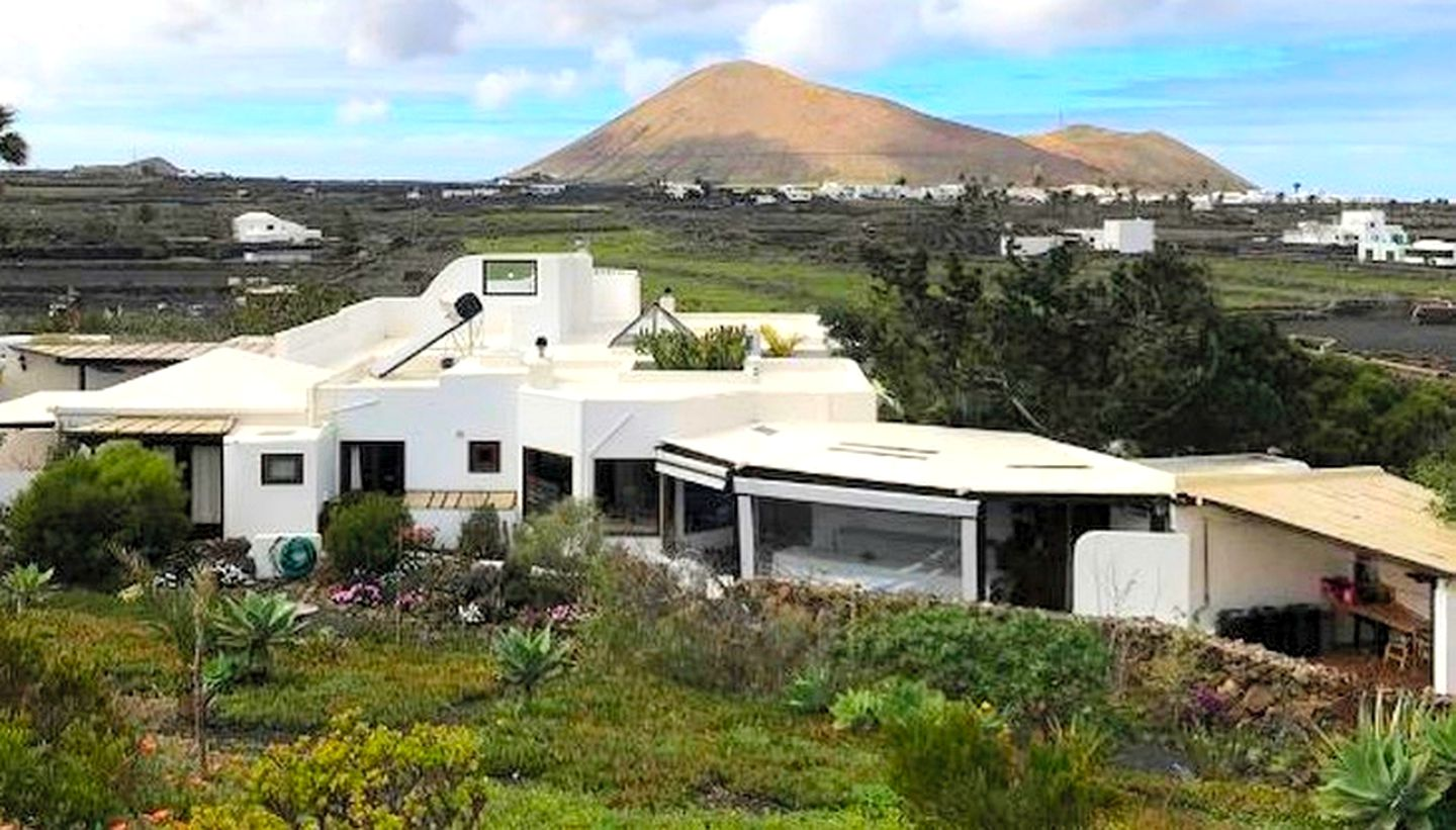 Villas (Lanzarote, Canary Islands, Spain)
