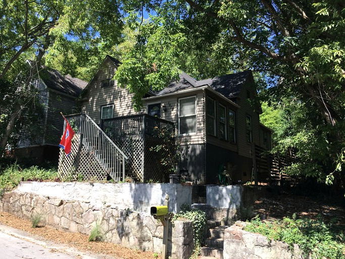 Enchanting Mountain Cabin Rental With Picnic Deck In Chattanooga Tennessee