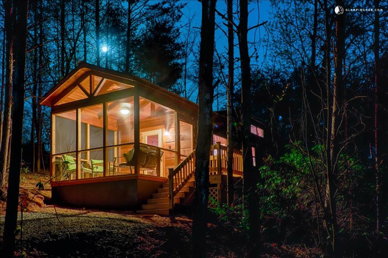 Cabin rental with hot tub near lake lure for Cabin lake north carolina