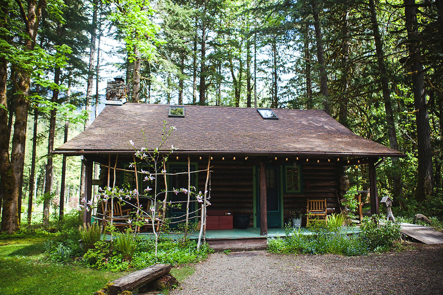 Log Cabins (McKenzie Bridge, Oregon, United States)