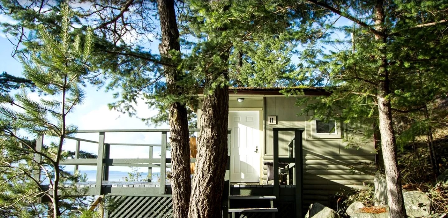 Cabins (Halfmoon Bay, British Columbia, Canada)