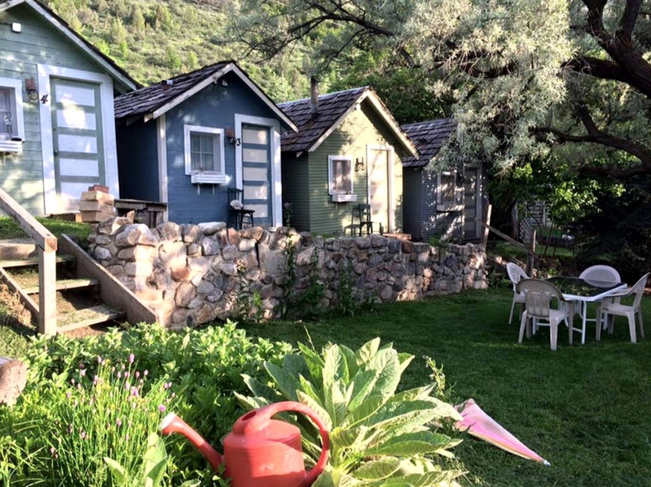 Cabins (Lava Hot Springs, Idaho, United States)