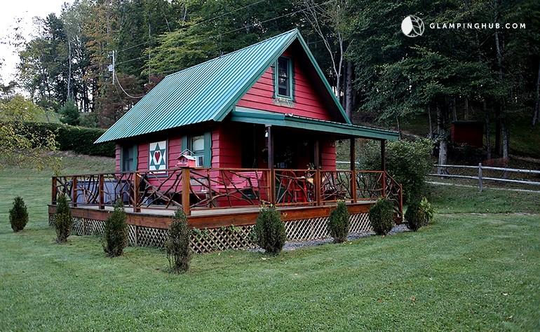 Tiny house rental near boone north carolina for Rental cabins in boone nc