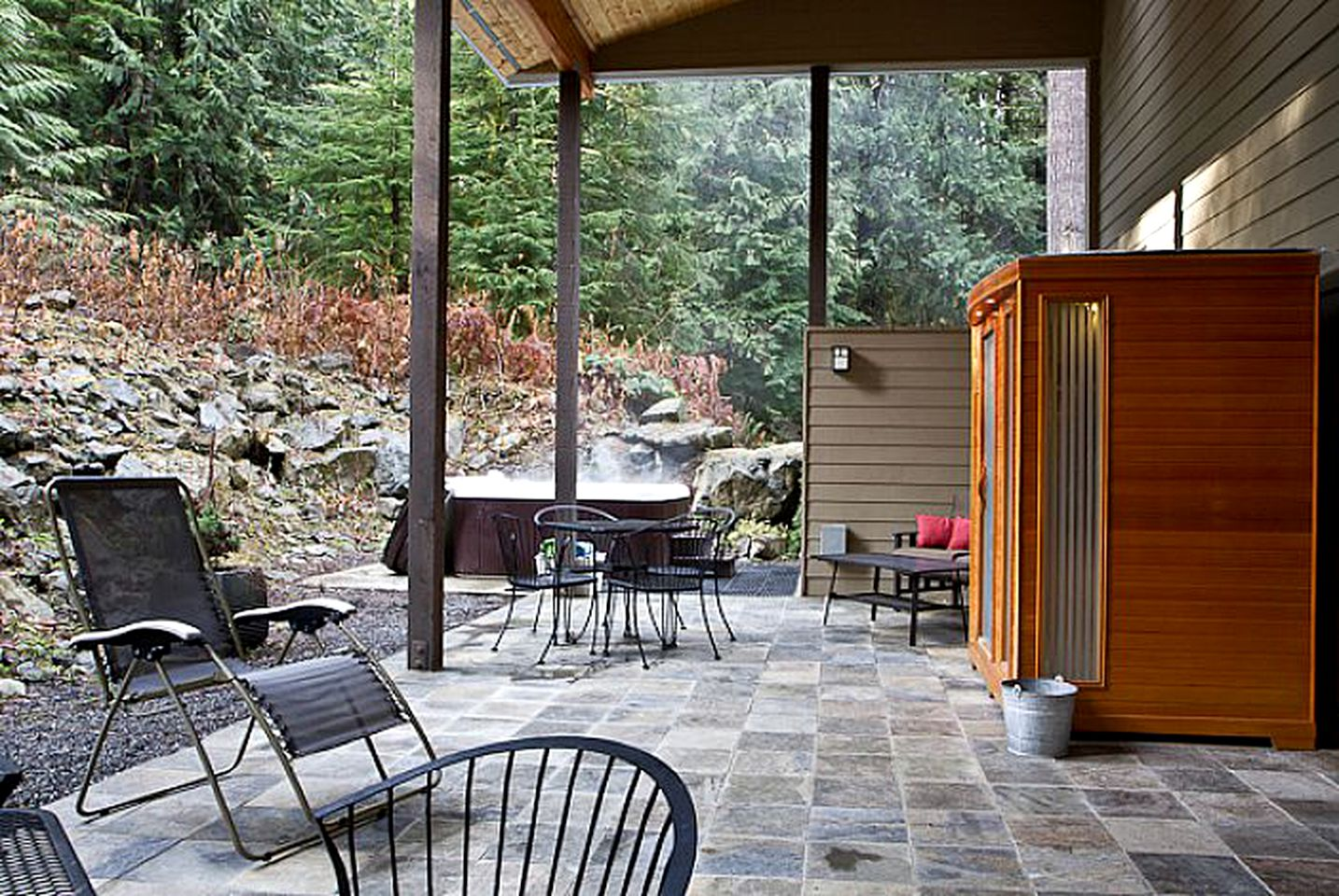 Cabin Rental with Hot Tub in North Cascades