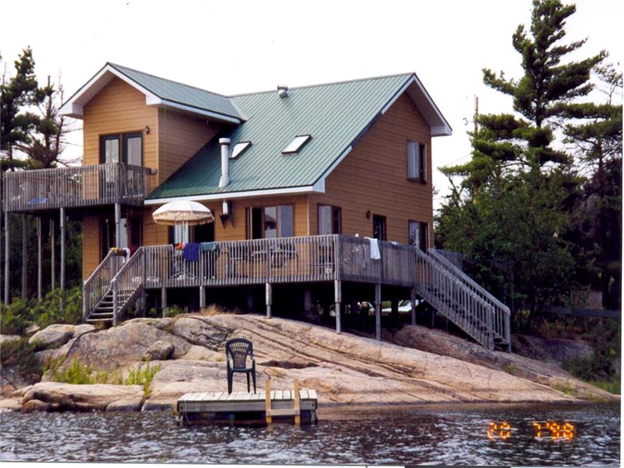 Beautiful log cabin in Sturgeon Bay, Ontario! Camping in style