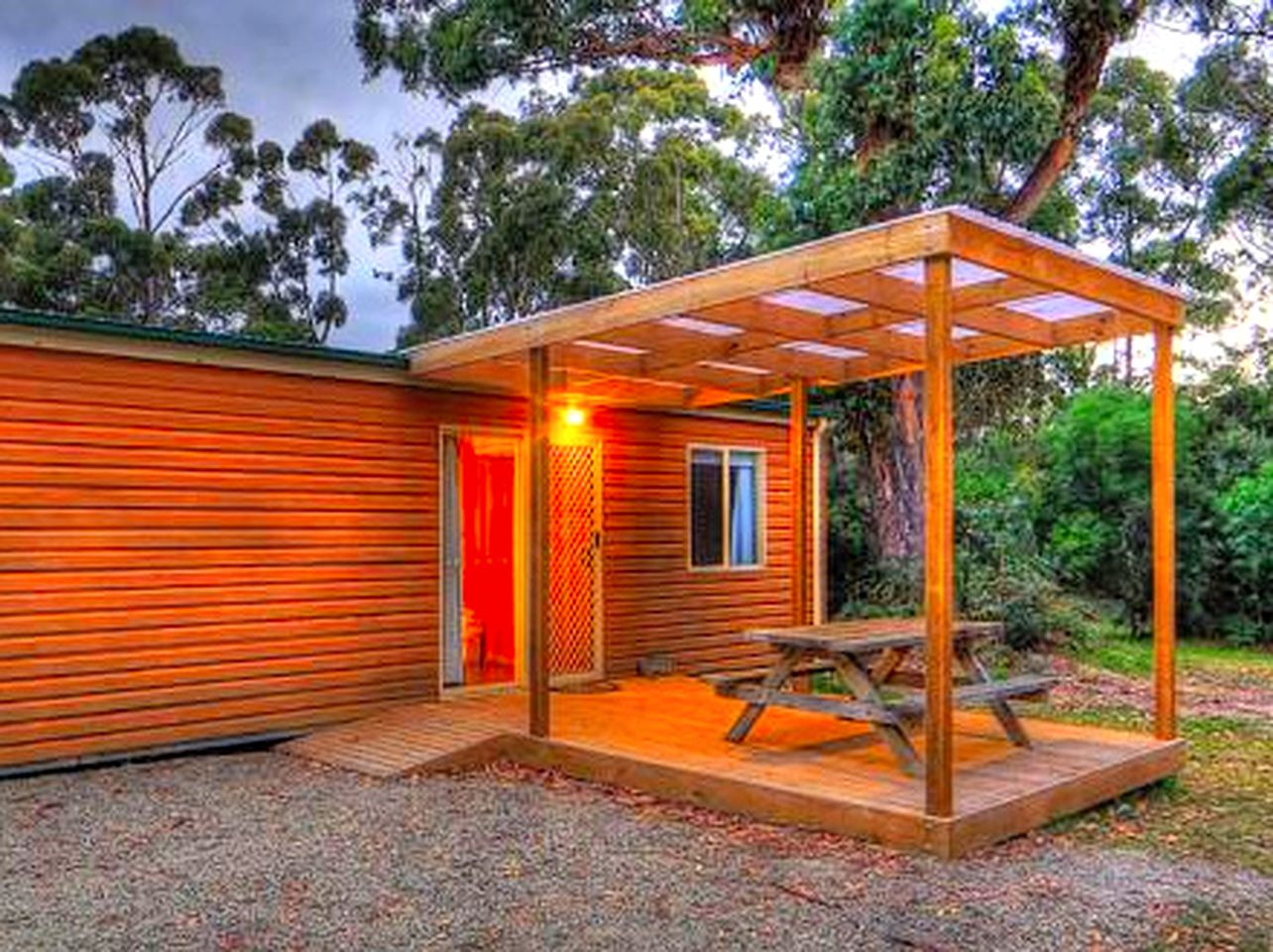 Made of wood and surrounded by nature, this Bruny Island accommodation is perfect for a family getaway in Tasmania!