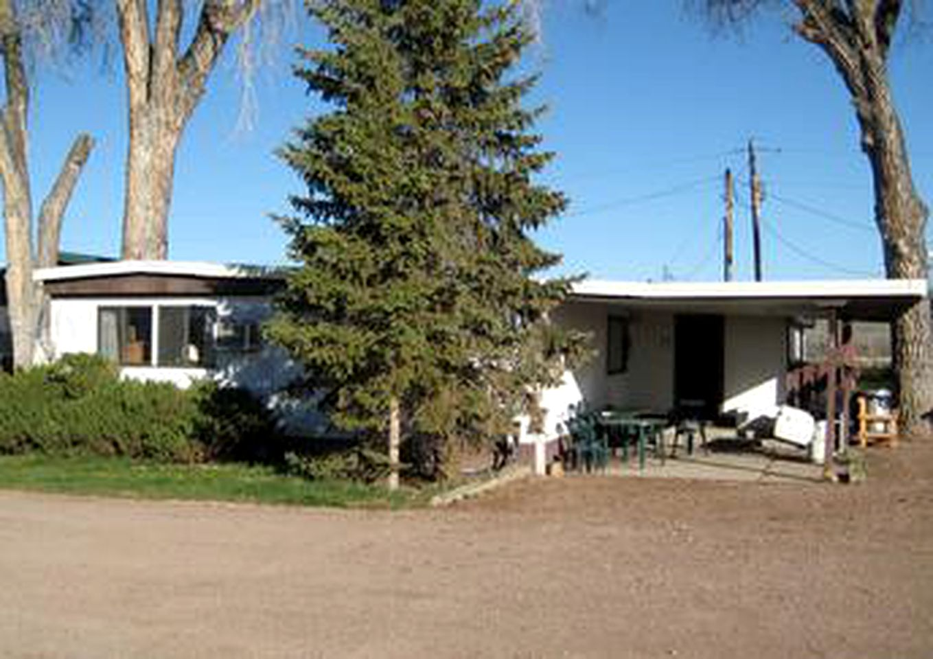 Cabins (Fort smith, Montana, United States)