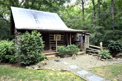 Luxury Cabin Rentals | Greensboro, NC | Glamping Hub