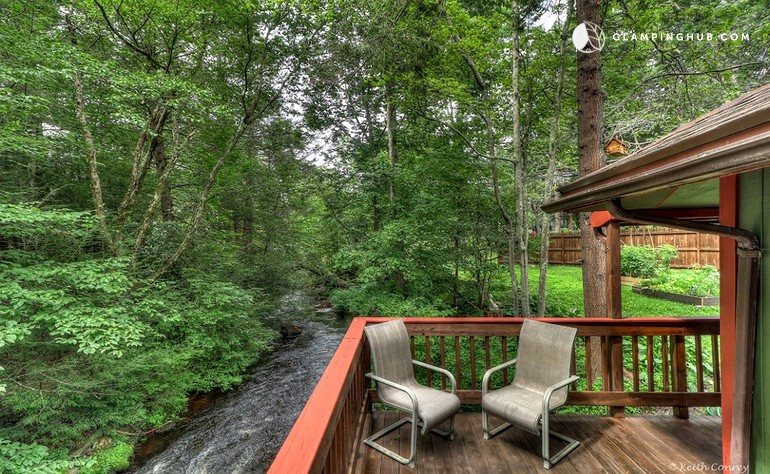Secluded Cabin In Poconos Mountains Of Pennsylvania