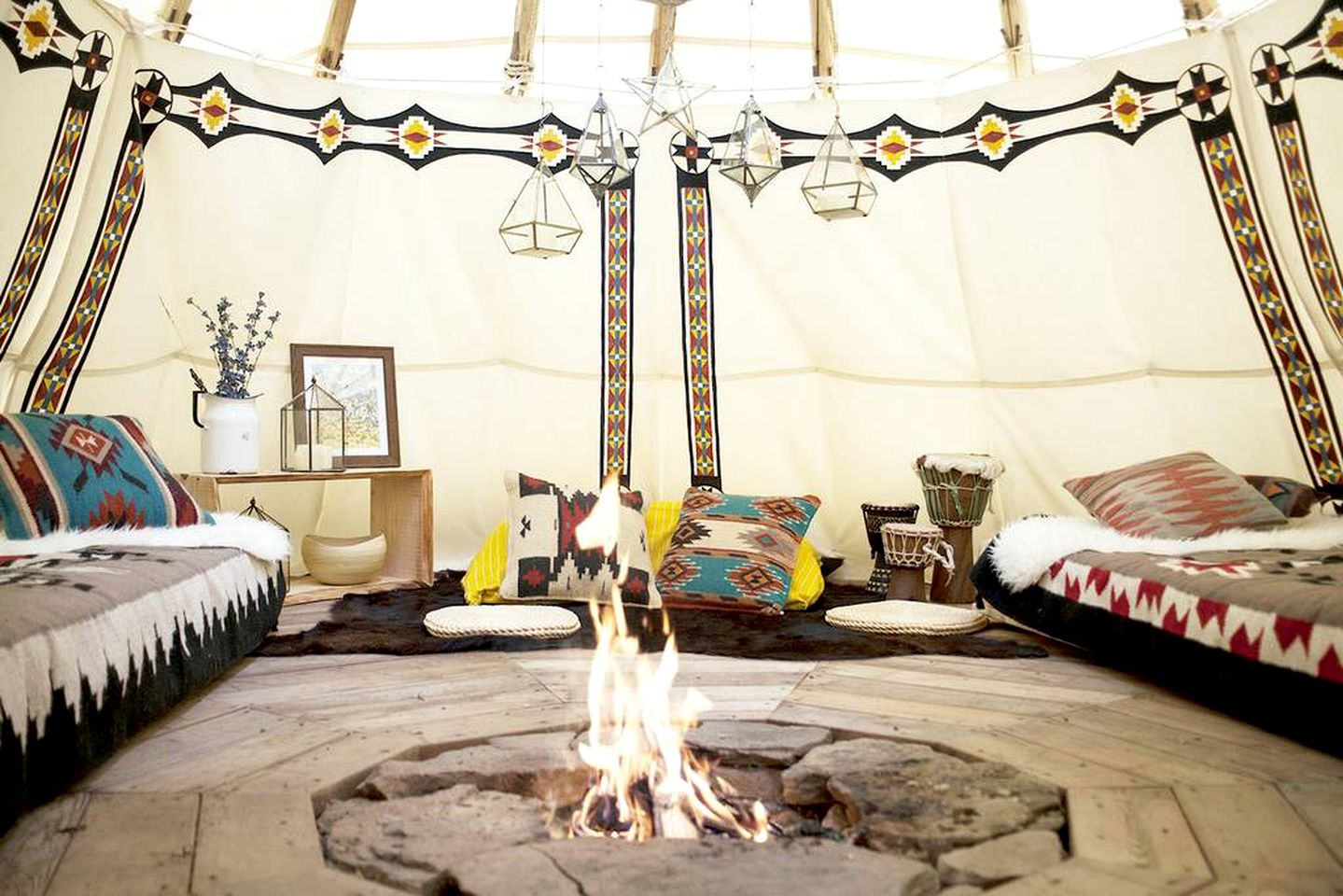 Tipis (Roxbury, New York, United States)