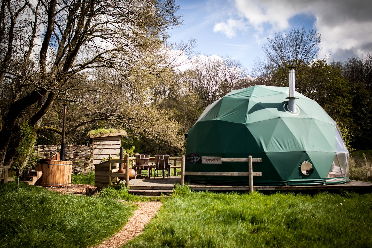 Glamping Brecon Beacons National Park: cozy dome rentals in Wales