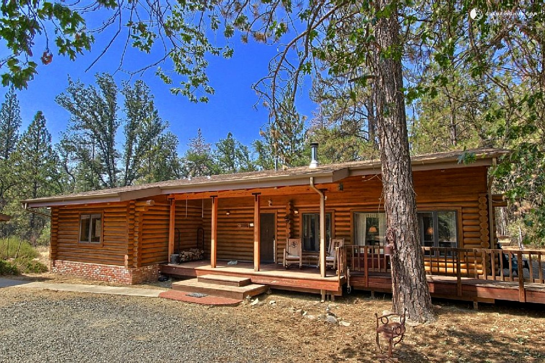 Cozy log cabin near yosemite national park in california for Cabins in yosemite