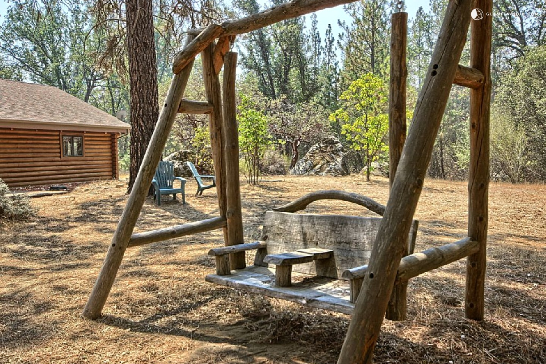 Cozy log cabin near yosemite national park in california for Cabins inside yosemite national park