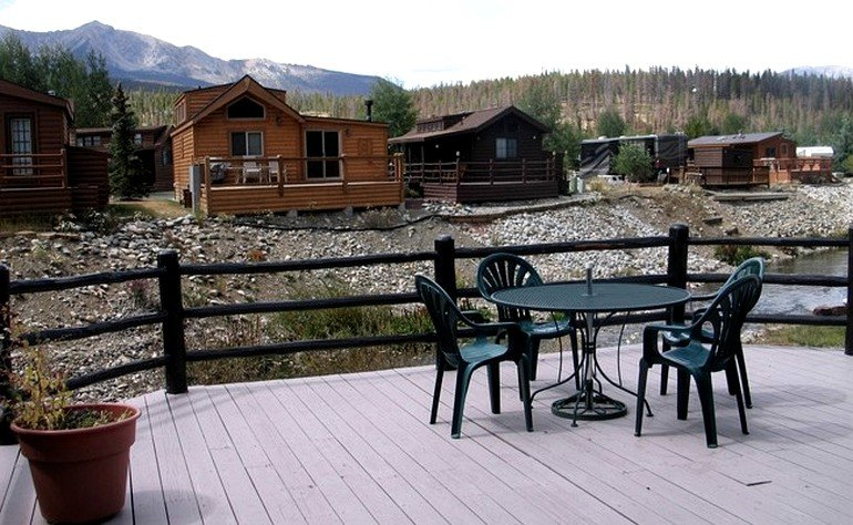 Cozy wooden cabins near vail ski resort colorado for Cabins for rent near vail colorado