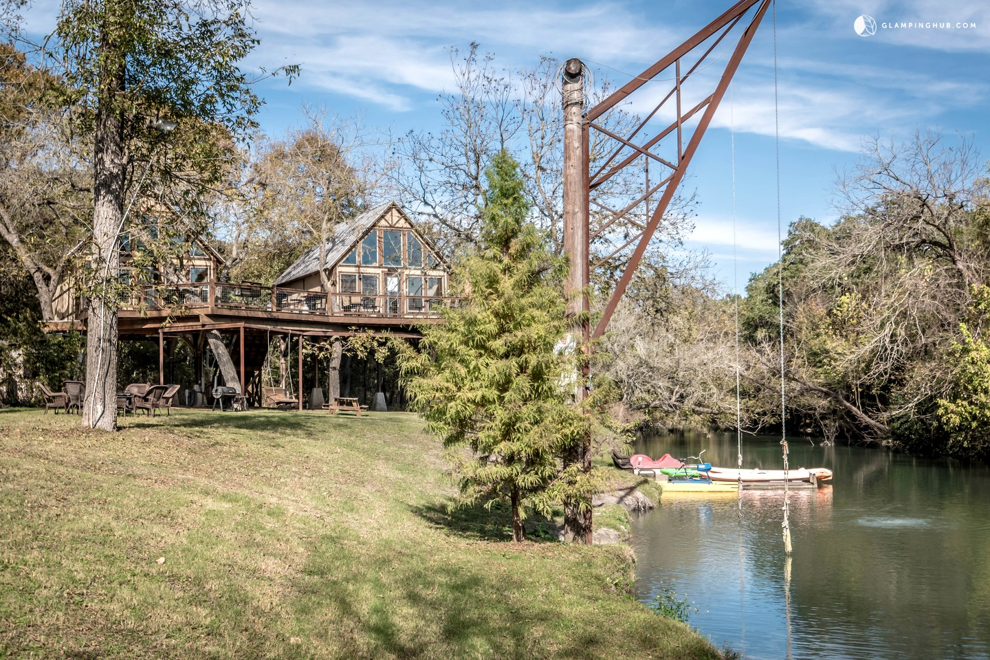 Tree house rentals in new braunfels for Creekside new braunfels