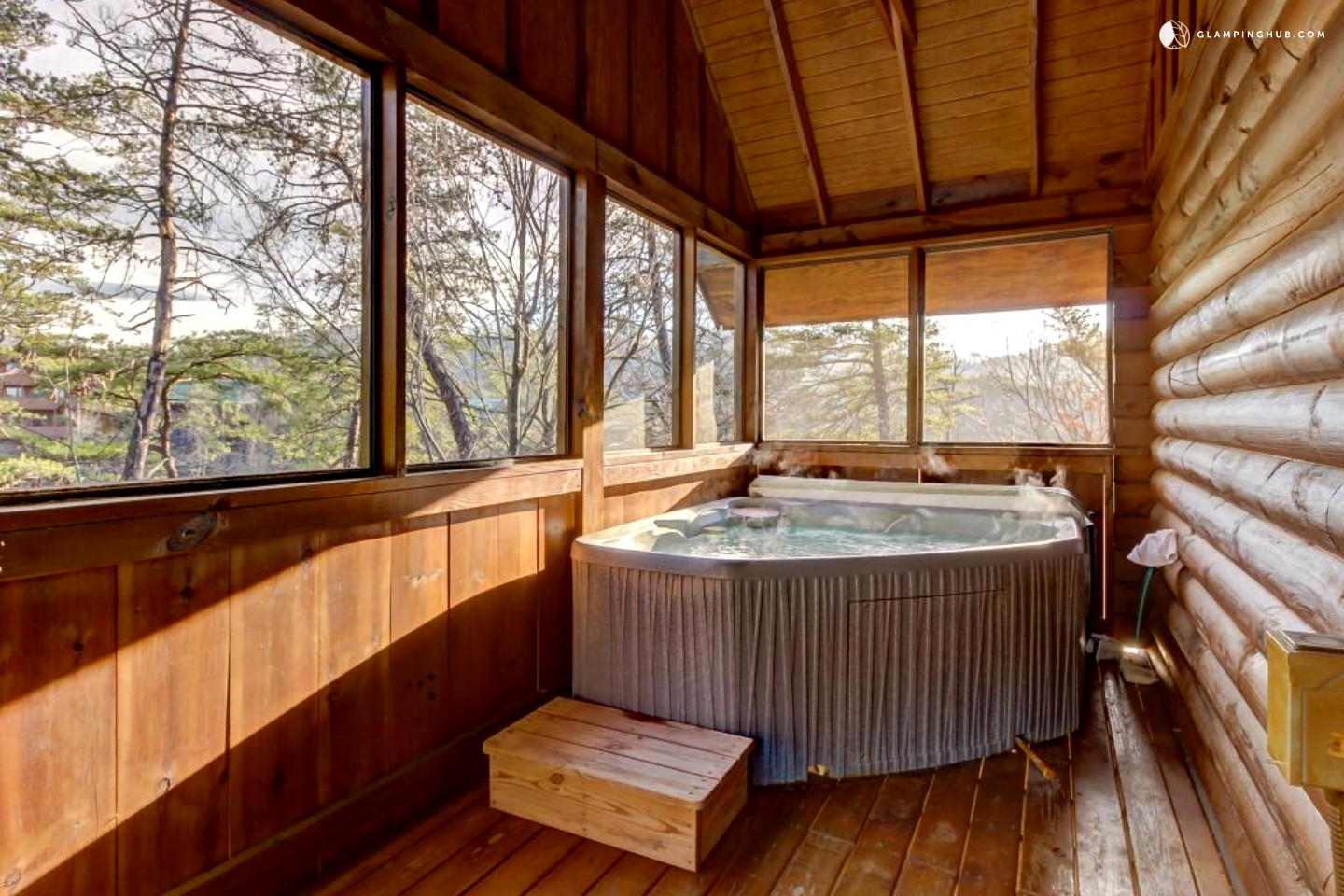 Cozy couple 39 s cabin with hot tub by great smoky mountains for Cabin in gatlinburg with hot tub