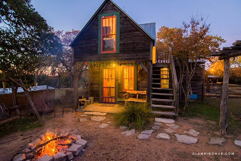 Quirky And Romantic Cabin Rental With Luxury Jacuzzi In Fredericksburg Texas