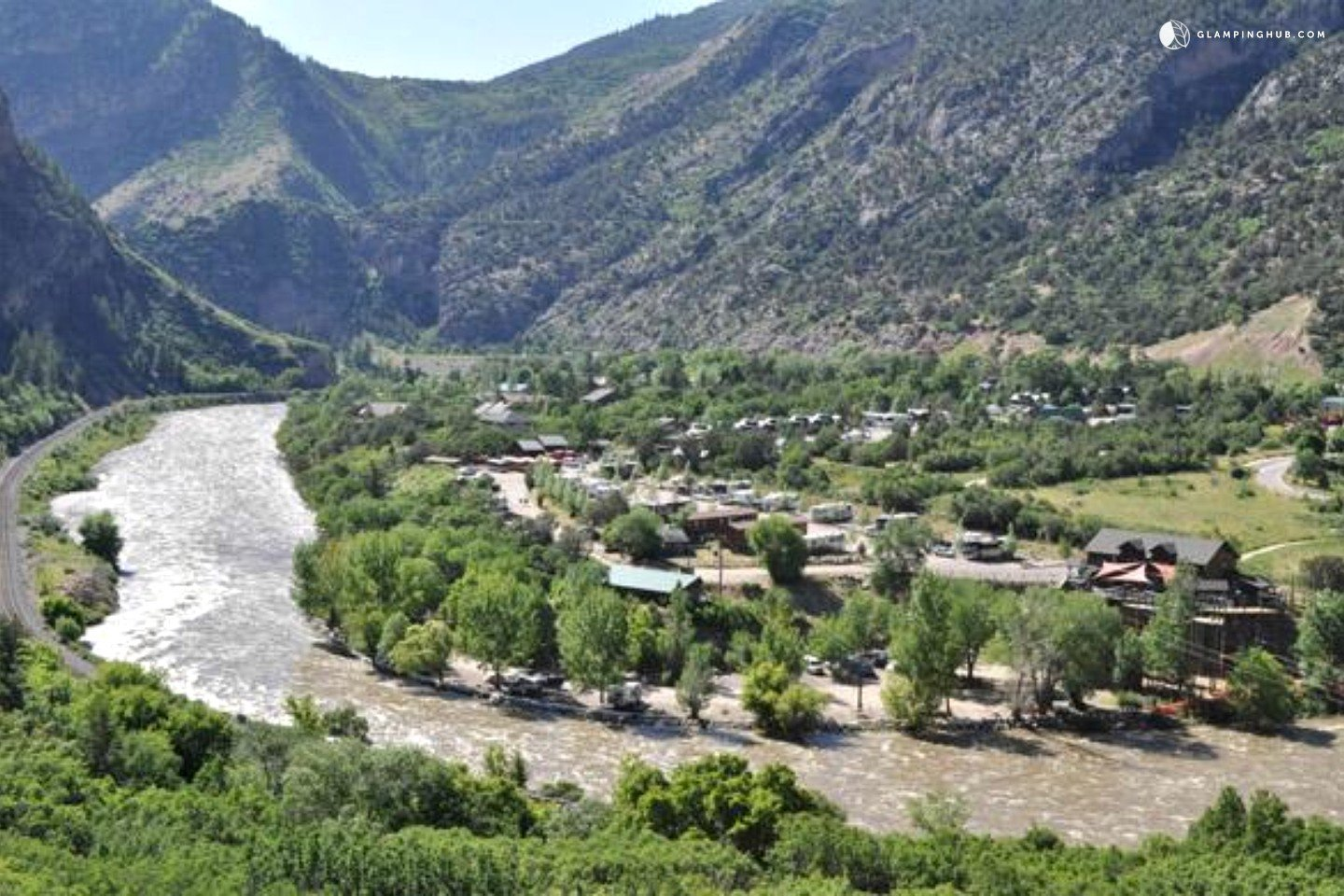 Cabins by colorado river deluxe cabins colorado river for Cabins for rent near glenwood springs