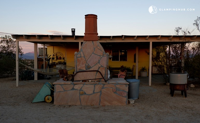 Desert cabin with swimming pool and horse corral california for Horse property for rent in southern california
