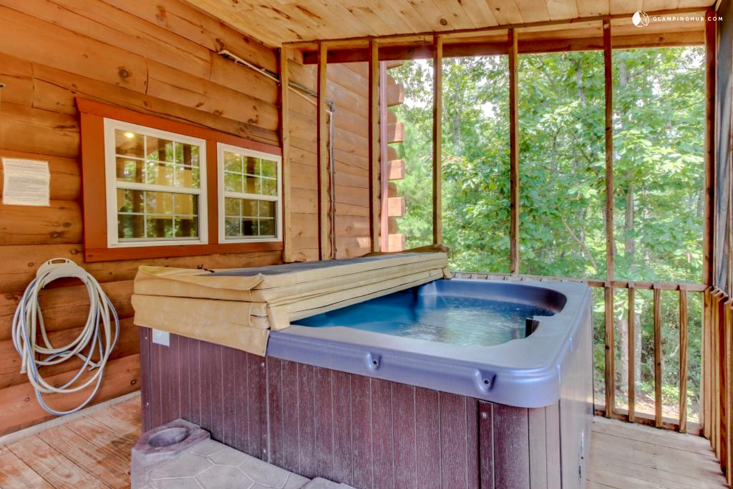 Dog friendly cabin with hot tub near helen georgia for Log cabin with hot tub one night stay