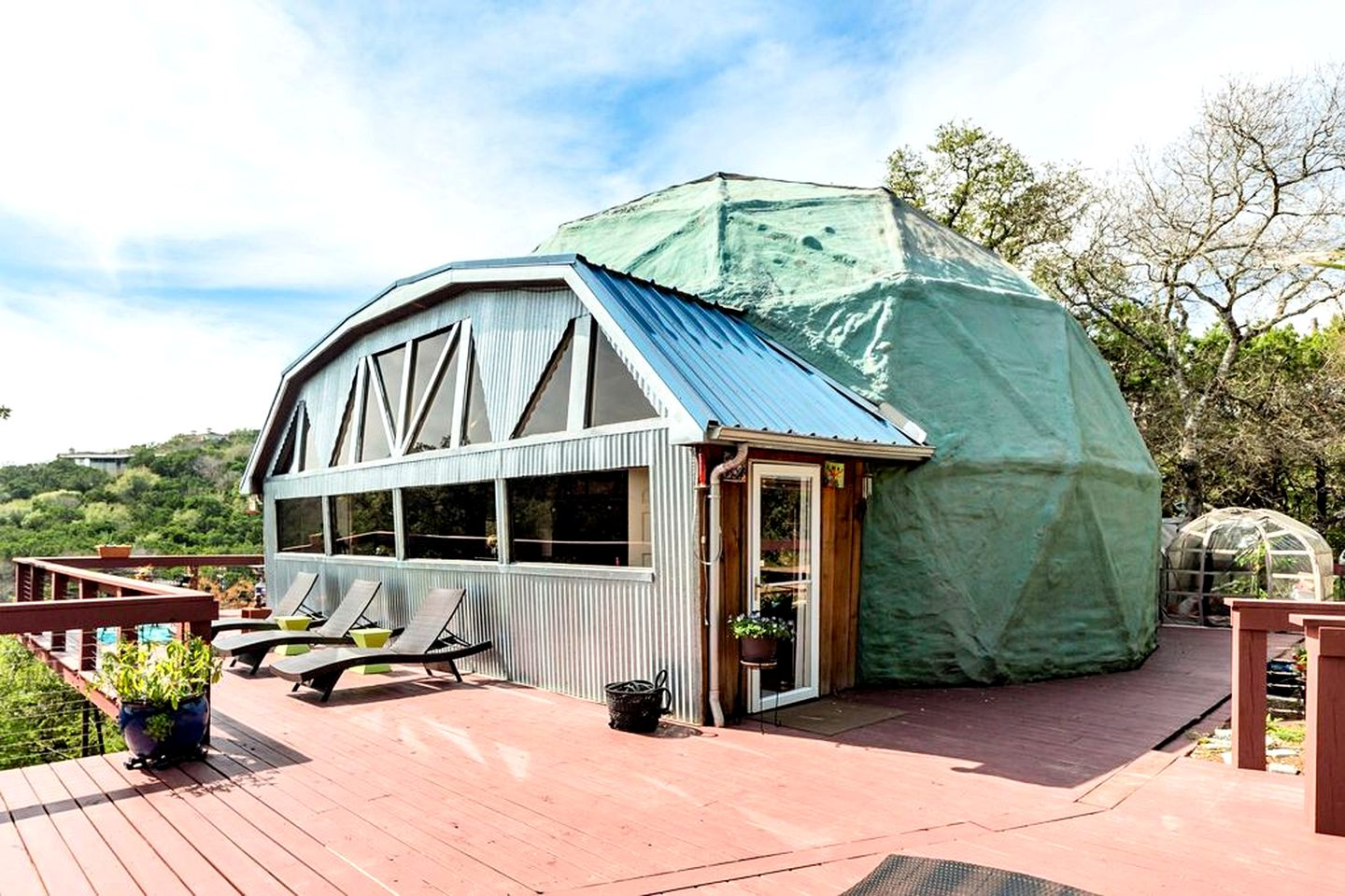 Glamping dome for amazing hot tub getaways in Austin.