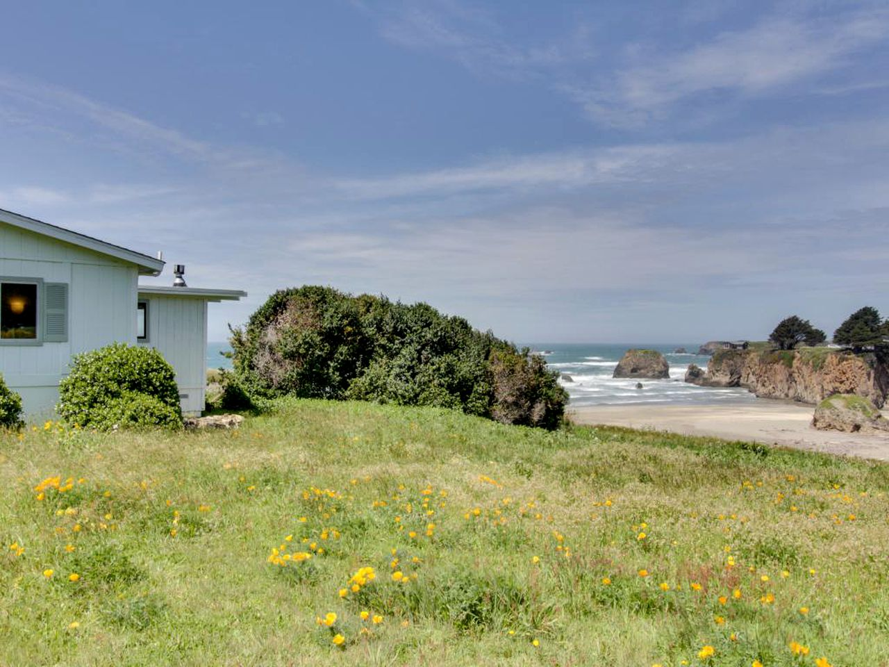 Beach Houses (Fort Bragg, California, United States)