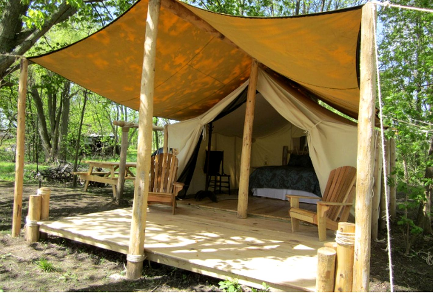 Ontario safari tent for a glamping vacation in Canada.