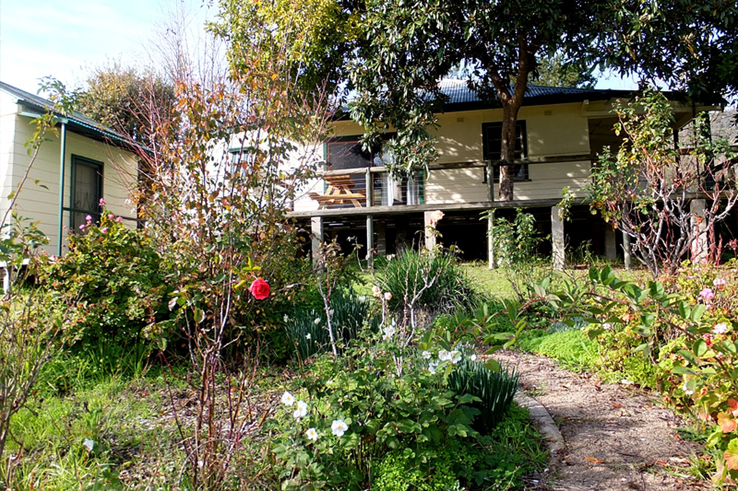 Cottages (Tumut, New South Wales, Australia)