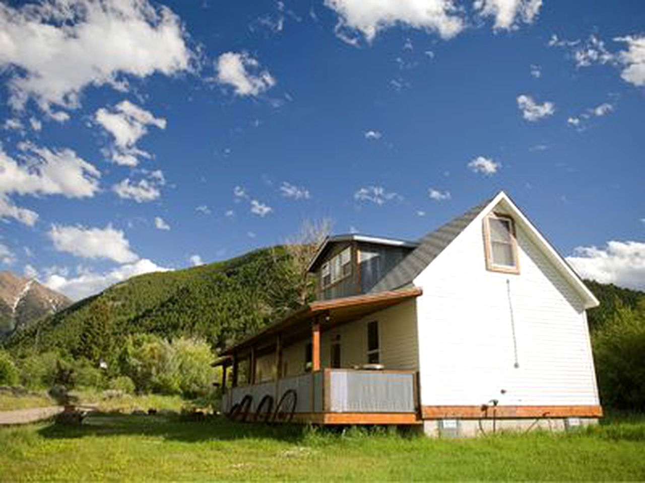 Cabins (Pray, Montana, United States)