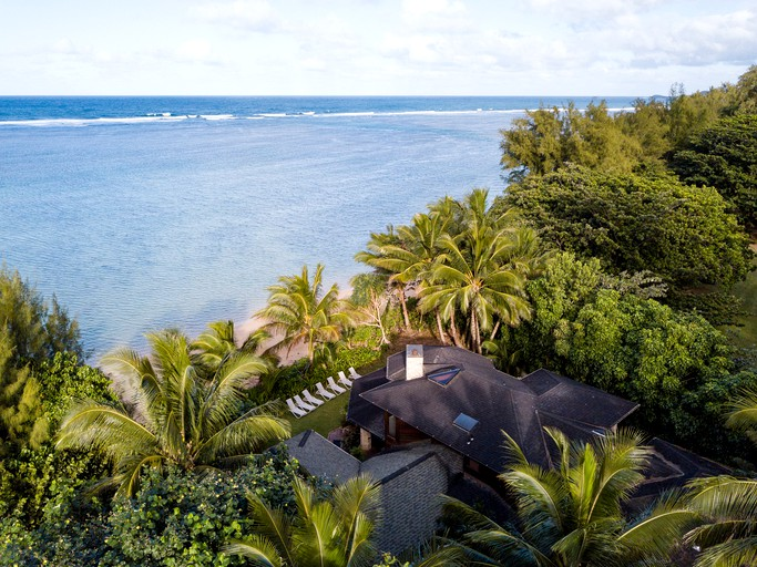 Exclusive Vacation Rental for Large Groups on the Shores of Anini Beach on  the Island of Kauai in Hawaii