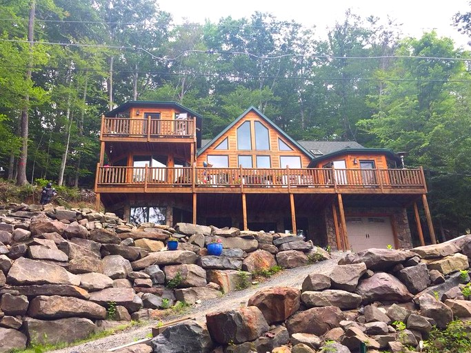 Extraordinary Lakefront Cabin Rental With Hot Tub On Lake Wallenpaupack Pennsylvania