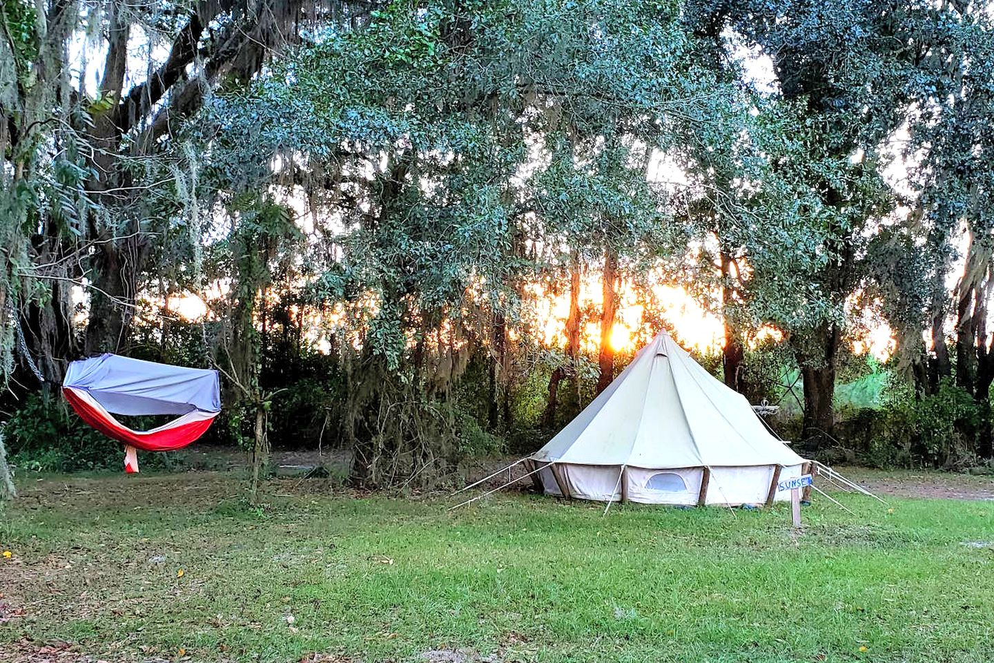 Tents (Live Oak, Florida, United States)