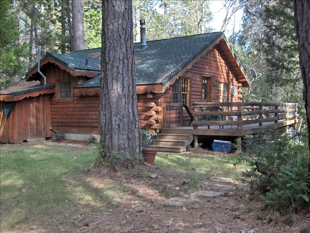 Yuba river camping cabins (Nevada City, California, United States)