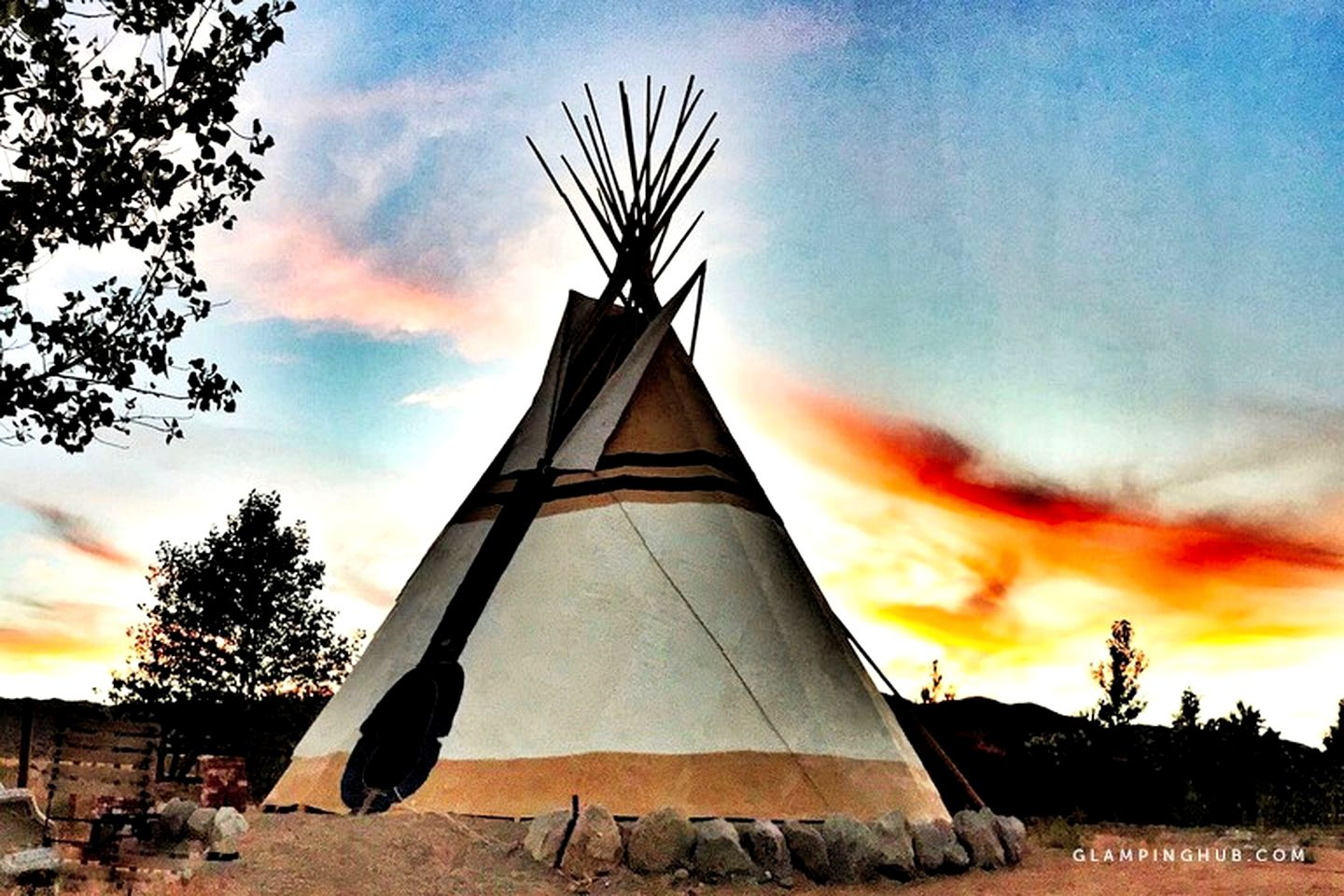 Tipis (Pioneertown, California, United States)