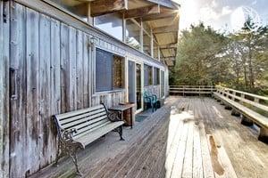 Dog friendly cabin near pacific city oregon for Pacific city oregon cabins