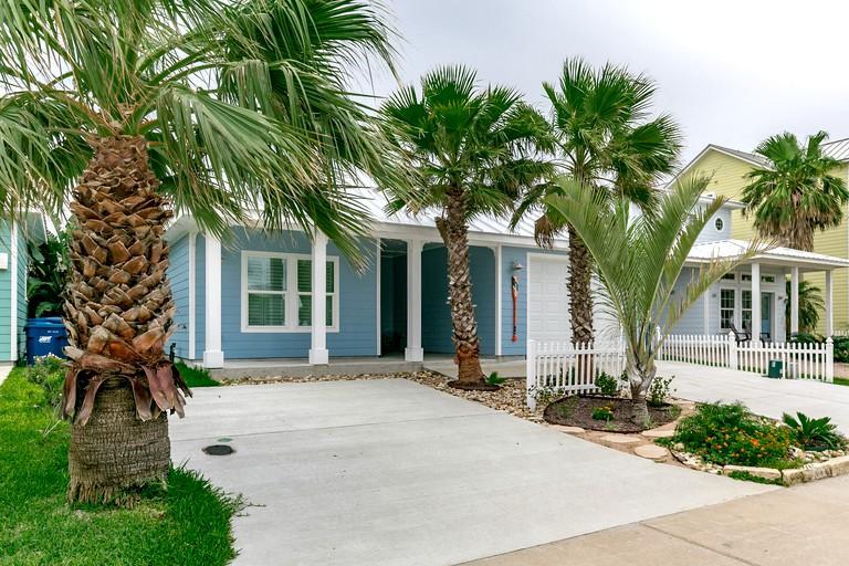 Marvelous Elegant Seaside Cottage Rental Close To The Gulf Of Mexico In Port Aransas Texas Home Interior And Landscaping Mentranervesignezvosmurscom